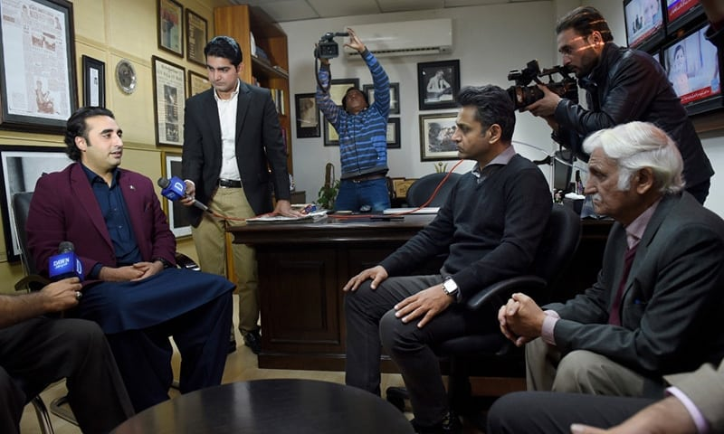 Bilawal Bhutto visits Dawn office and condemns the attack