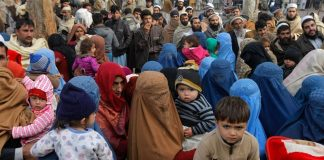 Afghans stranded as Pak-Afghan border closes amid pandemic